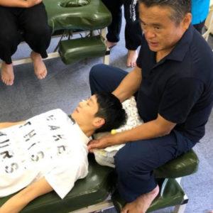 鎖骨骨折の手術後に腰痛、背中の痛み、首の痛み、腕の痛みを訴えて来院した男性の症例。茨城県牛久市、関節ニュートラル整体・及川治療院